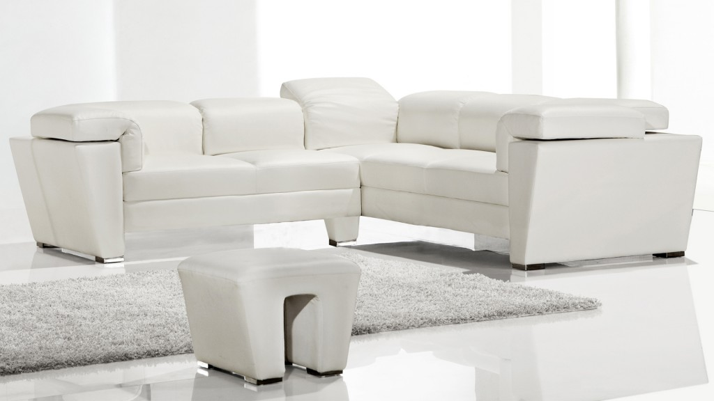canape-angle-mobiliermoss-design-blanc-cuir-appuie-tete-et-accoudoir inclinable-tarck-blanc-similicuir-face-angle